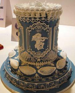 Невероятный ажурный десерт с помощью рисования айсингом