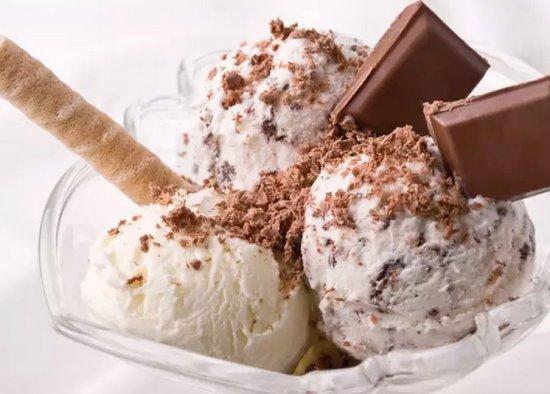 Шарики готового домашнего мороженого