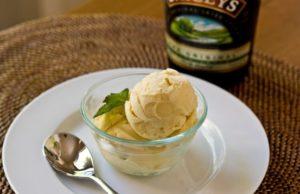 Домашнее мороженое с ликером для взрослой компании