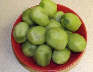 Очищенные плоды киви