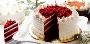 Торт Красный бархат в готовом виде при подаче