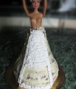 Фигурными насадками декорируем юбочку Барби