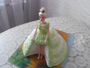 Интересное декорирование куклы Барби кремом