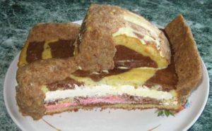 Скульптурная лепка тортика: вид сбоку