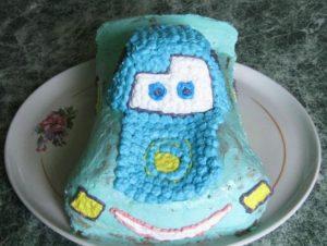 Фрагментарное покрытие торта кремом нужного цвета