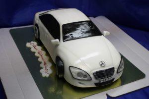 Готовый торт Машина, обтянутый мастикой