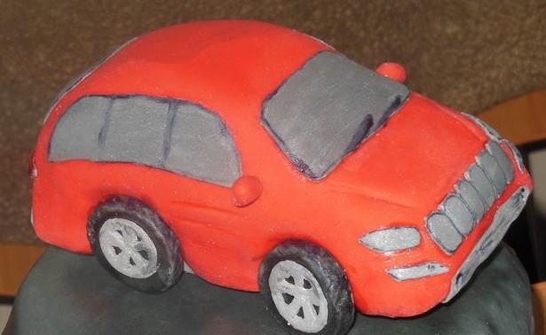 Готовый торт Машина из мастики