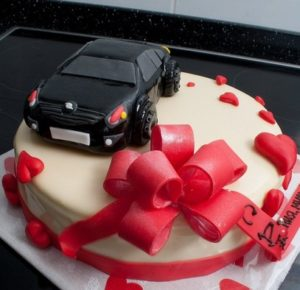 Украшение Машинка на готовом торте