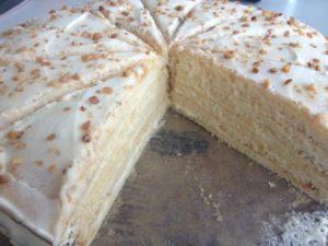 Готовый торт Молочная девочка в разрезанном виде