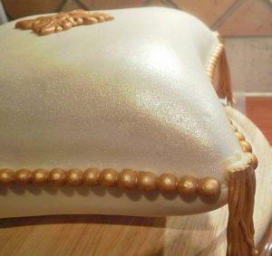 Украшенный торт Подушка