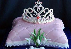 Праздничный десерт в виде подушки для Принцессы
