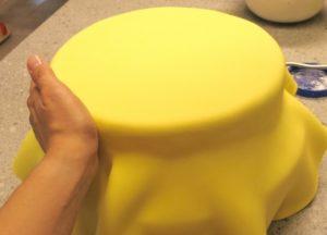 Покрываем торт мастикой