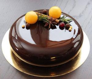 Готовый торт в зеркальной глазури