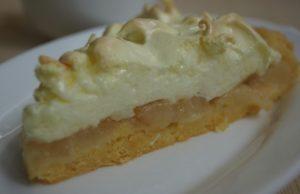 Кусочек полезного десерта с грушами