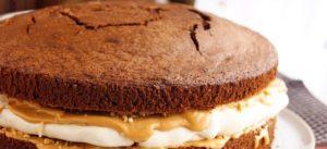 """Готовый торт """"Сникерс"""" без глазури и украшений"""