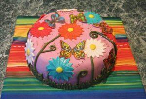 Готовый торт с цветами из мастики без вырубок