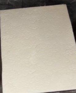 Раскатанная мастика с отпечатанными рисунком трубочками