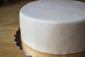 Готовый торт в мастике