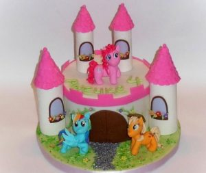Собранный торт Замок с башнями