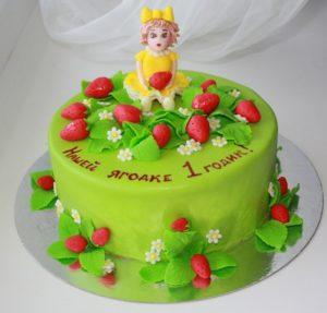 Праздничный детский торт с кустиками земляники из мастики