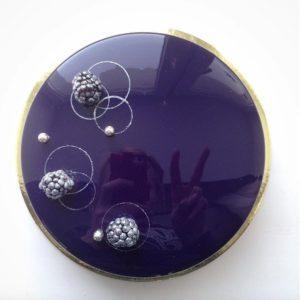 Торт, покрытый зеркальной глазурью