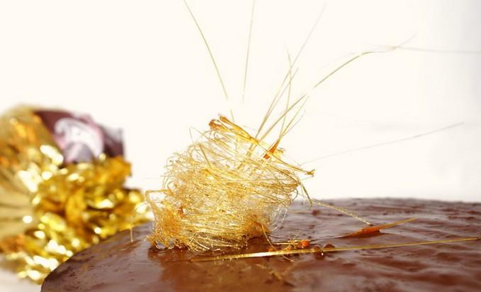 Карамельное кружево на готовом торте Intimite («Задушевность»)