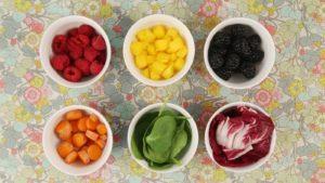 Фрукты, овощи и растительность для окрашивания десертов