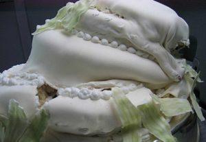 Не правильно собранный многоярусный торт