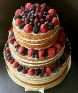 Трехъярусный торт из цельных бисквитов не просядет