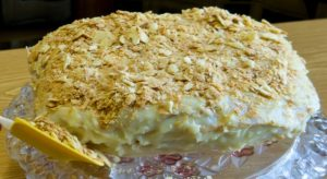 """Готовый домашний торт """"Наполеон"""" по классическому рецепту"""