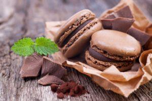 Готовые шоколадные макаруны