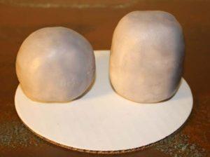 Заготовки тельца и головы из мастики для мишки