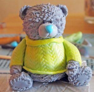 Практически готовый плюшевый мишка Тедди из мастики и скульптурной массы