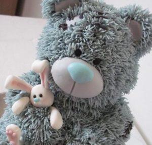 Милый мишка Тедди из мастики и скульптурной массы