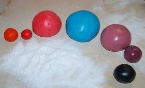 Цветная молочная мастика с добавлением пищевых красителей