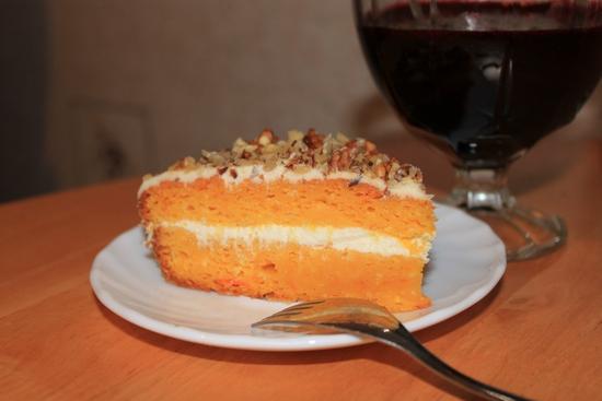 Кусочек яркого морковно-апельсинового торта