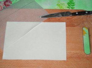 Вырезанная форма для открытки из мастики