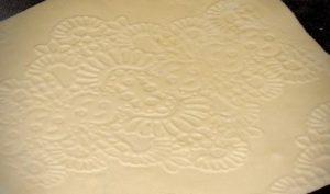 Обратная сторона мастики с текстурой