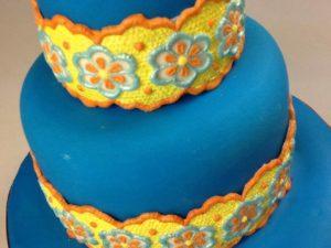 Торжественный торт, окрашенный гелиевыми пищевыми красителями