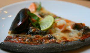 Черное тесто для пиццы