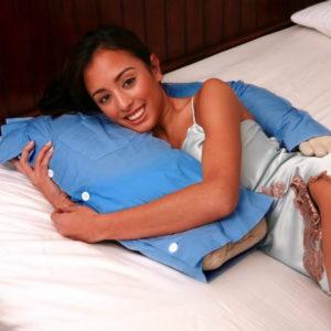Экстравагантная подушка в форме мужского торса с одной рукой: подушка-обнимашка