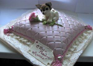 Ромбы на готовом торте в виде стеганной подушки