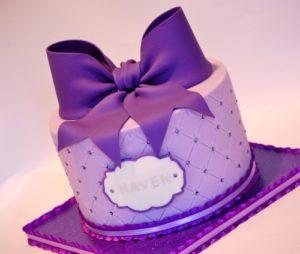 Торжественный торт с минимум украшений