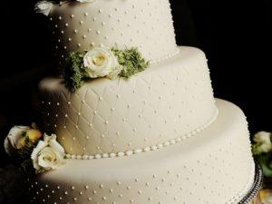 Свадебный торт с ромбами на мастике