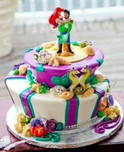 Русалочка Ариэль и принц Эрик из мастики на готовом торте