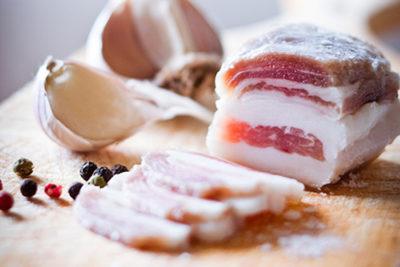 Свиной подкожный жир с кожей: сало