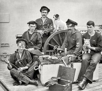 """""""Старое"""" морское фото морячков"""
