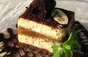 Кусочек готового торта Тирамису