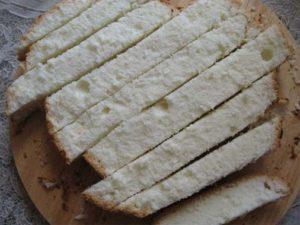 Нарезка бисквита в форме печенья Дамские пальчики
