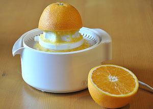 Выжимаем сок с одного апельсина